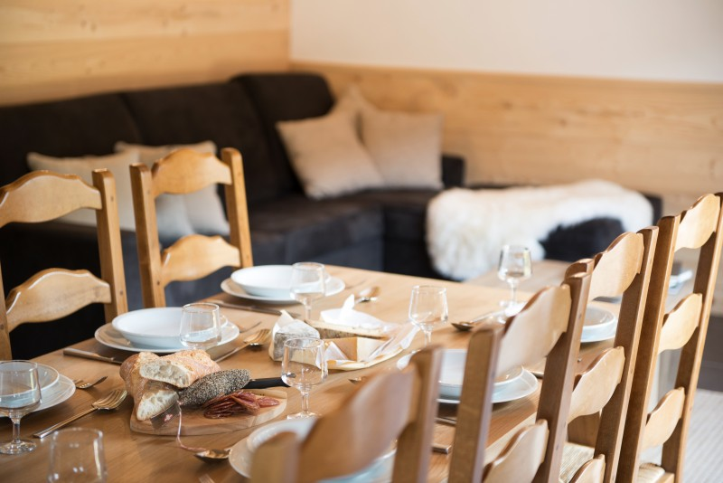 Chalet les Gentianes Dining Table